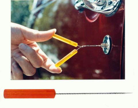 Car key extraction tool